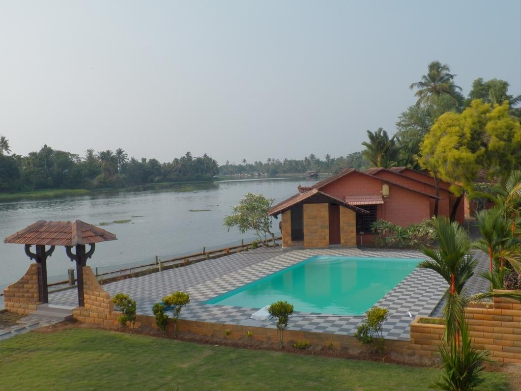 Kumarakom-Hotel-Budget-Rooms-00094