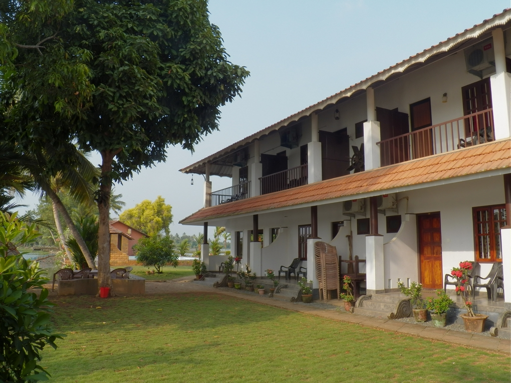Kumarakom-Hotel-Budget-Rooms-00095