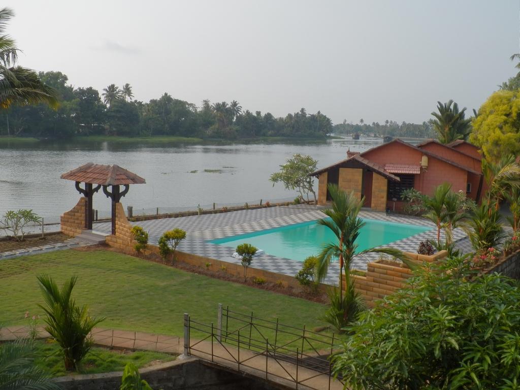 Kumarakom-Hotel-Budget-Rooms-00097