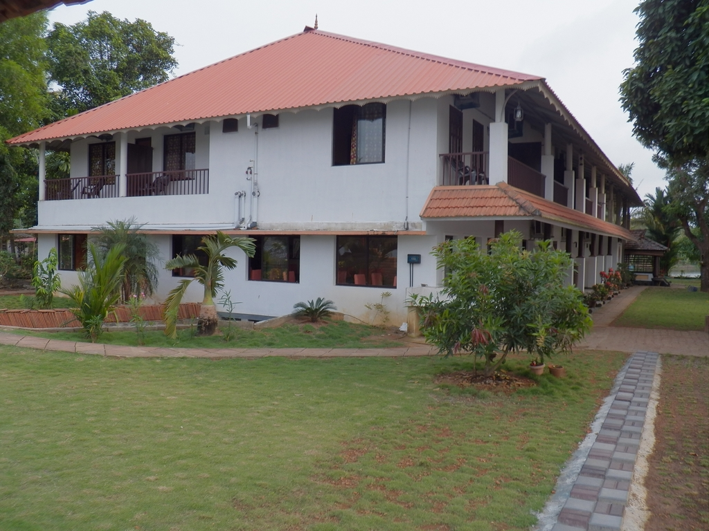 Kumarakom-Hotel-Budget-Rooms-00101
